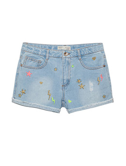 Girls' garment wash short in cotton denim fabric and embroid